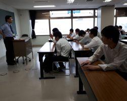 2年生が専門課程を訪問・見学してきました。