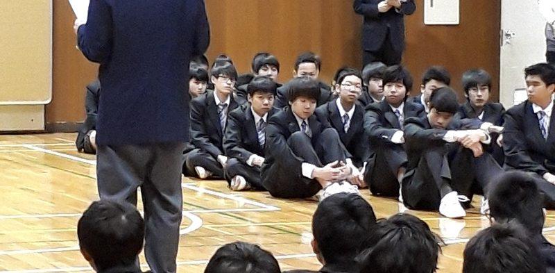 新入生と在校生の対面式を実施しました。